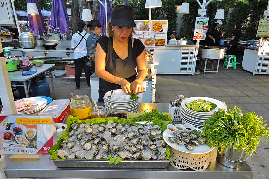 Beautiful Fresh Oysters @ Cicada Market Hua Hin